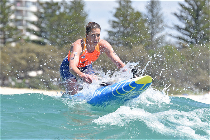 Coolangatta-gold-2015-Liz-board-wave-